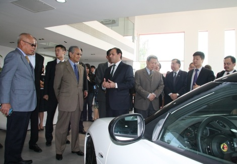YABhg Tun Dr Mahathir Mohamed being given a tour of the Lotus 4S Centre by Group Lotus COO, Aslam Farikullah. Looking on is YBhg Tan Sri Dato's Sri Khamil Jamil, Chairman of DRB-HICOM