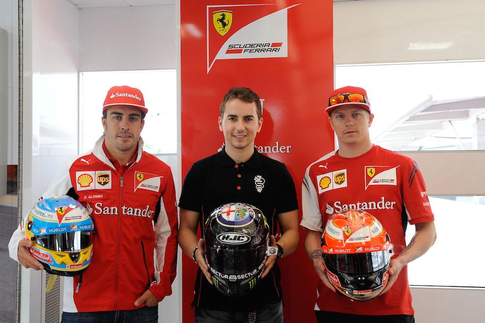 Exchange of helmets between Jorge Lorenzo and the drivers of the Scuderia Ferrari | komarjohari