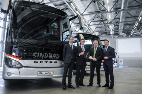 Till Oberwörder, Head of  Marketing, Sales & After-Sales for Daimler Buses (2nd left) hands over the five new Setra buses to Sindbad Managing Director Ryszard Wójcik (2nd right) and his son Karol Wójcik (left). Also shown is Antonio Cavotta, Managing Director of local subsidiary EvoBus Polska.