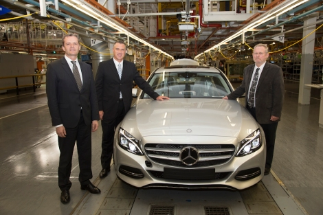 Start of production of the new Mercedes-Benz C-Class at the East London, South Africa, plant: (left to right) Markus Schäfer, Divisional Board Member Mercedes-Benz Cars Production and Supply Chain Management, Arno van der Merwe, CEO and Vice President Manufacturing Mercedes-Benz South Africa, Dr. Rob Davies, Minister of Trade and Industry of the Republic of South Africa.