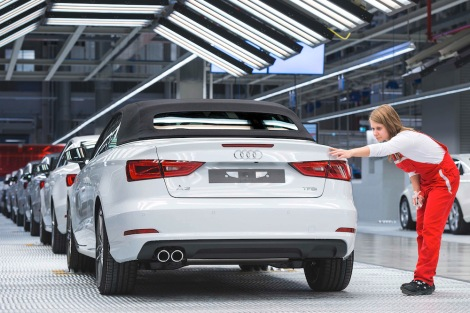 The Audi Group is again on track for success in the new fiscal year: With over 412,000 deliveries of the Audi brand, the company has enjoyed its best first quarter ever. In the first three months of the current fiscal year, the Ingolstadt carmaker generated revenue of € 12,951 million and an operating profit of € 1,314 million. The operating return on sales reached 10.1 percent. Since the beginning of the year the A3 Cabriolet* is in the showrooms.
