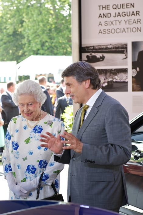 hm-the-queen-and-dr-ralf-speth-2_(86086)