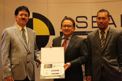From left –  Wan Zaharuddin Wan Ahmad, vice-chairman Automobile Association of Malaysia, Khairudin Bin Dato' Haji Yusoff, chief operating officer Manufacturing & Production, PROTON Holdings Bhd, Dr. Norlen Mohamed, director of Vehicle Safety and Biomechanics Research Centre, Malaysian Institute of Road Safety Research (MIROS)