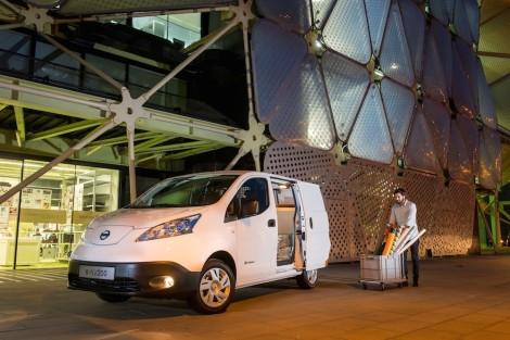 """Nissan inicia produÁ""""o do primeiro veÌculo comercial 100% el"""