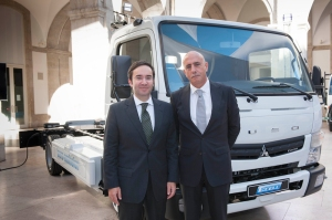 The Fuso Canter E-Cell for Europe is manufactured at the Tramagal plant in Portugal. The Portuguese government has supported the Canter E-Cell project. From left: Minister of the Environment, Dr. Jorge Moreira da Silva and Jorge Rosa, President & CEO Mitsubishi Fuso Truck Europe, S.A.