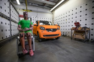 Preparation for the car to car crashtest - smart fortwo vs. Mercedes-Benz S-Class