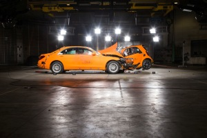 Car to car crashtest - smart fortwo vs. Mercedes-Benz S-Class