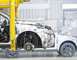 prototype-build-tests-of-the-new-land-rover-discovery-sport-at-the-halewood-manufacturing-facility_(88808)