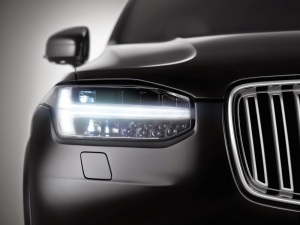 2015_Volvo-XC90_002