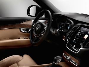 2015_Volvo-XC90_17
