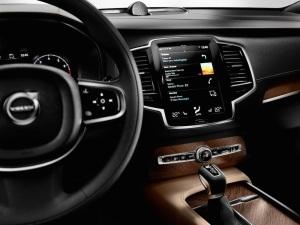 2015_Volvo-XC90_19