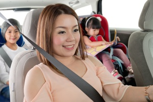 Chevrolet recommends that vehicle occupants, including pregnant women, should always wear a seat belt for crash protection. Small children from ages 1 to 4 should be placed in toddler seats, and kids from age 4 and 18 kg to age 8 and 145 cm tall should sit in booster seats, also in a back seat position using ISOFIX attachment points, as seen in the Chevrolet Spin.