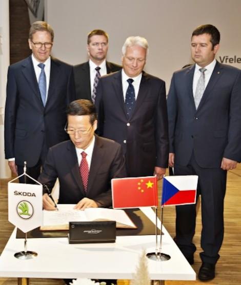 140829 China's Vice Premier Zhang Gaoli visits ŠKODA (11)_jpg