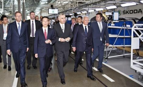 140829 China's Vice Premier Zhang Gaoli visits ŠKODA (17)_jpg