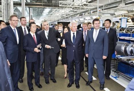 140829 China's Vice Premier Zhang Gaoli visits ŠKODA (20)_jpg