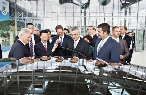 140829 China's Vice Premier Zhang Gaoli visits ŠKODA (26)_jpg