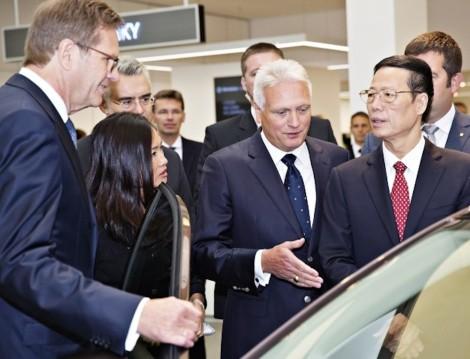 140829 China's Vice Premier Zhang Gaoli visits ŠKODA (2)_jpg