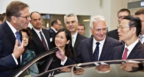 140829 China's Vice Premier Zhang Gaoli visits ŠKODA (3)_jpg