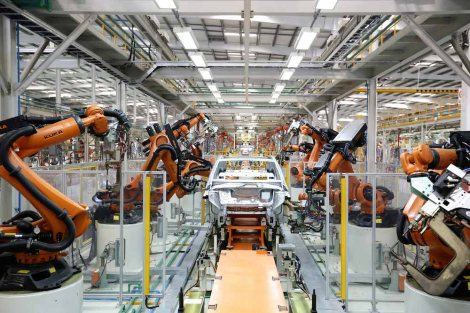 DENZA wird in einem deutsch-chinesischen Gemeinschaftsunternehmen von Daimler und BYD in Shenzhen gefertigt. / DENZA is manufactured by a Sino-German joint venture of Daimler and BYD in Shenzhen.