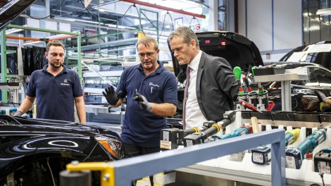 Markus Schäfer, Member of the Divisional Board of Mercedes-Benz Cars, Production and Supply Chain Management, in the S-Class Coupé assembly at the Sindelfingen plant.