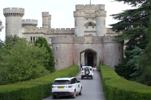 convoy_returning_to_Eastnor_Castle