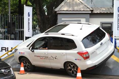Subaru All Wheels Drive Challenge that takes place at the outdoor area of Hall C is a new program in this year's exhibition that offers visitors the chance to experience the sensation to feel extreme hurdles on Subaru Forrester 2.0 Xi and Subaru 2.0.i.