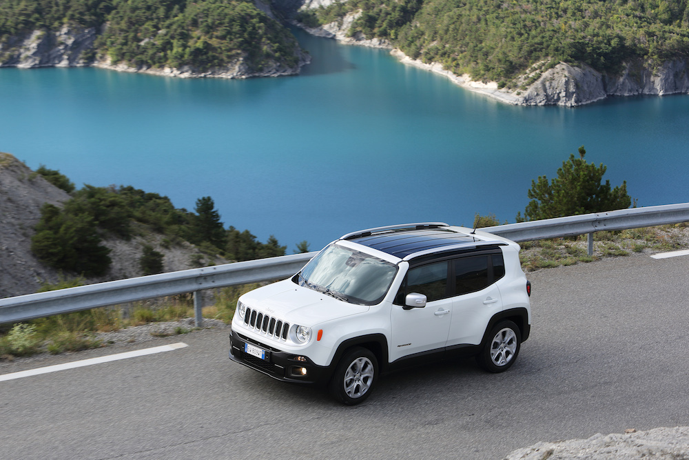 jeep renegade the new small globe trotter of the jeep komarjohari. Black Bedroom Furniture Sets. Home Design Ideas