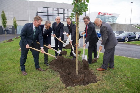 Audi takes root in Heilbronn. Production Manager Jochen Wagner, quattro GmbH Managing Director Heinz Hollerweger, Heilbronn Lord Mayor Harry Mergel, Plant Manager Fred Schulze, Logistics Manager Dieter Braun and Works Council Chairman Norbert Rank (from left to right) opened the Audi Böllinger Höfe facilities