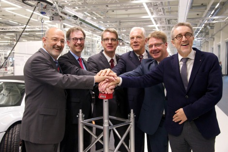 At the official opening of the Audi Böllinger Höfe facilities, Works Council Chairman Norbert Rank, Logistics Manager Dieter Braun, Plant Manager Fred Schulze, Heilbronn Lord Mayor Harry Mergel, Production Manager Jochen Wagner and quattro GmbH Managing Director Heinz Hollerweger (from left to right) fired the starting shot for R8 production.