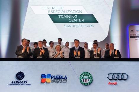 Ein grosser Moment fuer Audi M xico: Mehr als 300 internationale Gaeste haben heute die Eroeffnung des neuen Trainingscenters in San Jos  Chiapa gefeiert:
