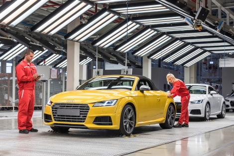 The new generation of the Audi TT Roadster* is driving off the assembly lines at Audi Hungaria. After the A3 Sedan*, A3 Cabriolet* and TT Coupe*, this is the fourth Audi model to go into series production at the new automobile factory.