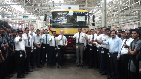 Only two and a half years after start of production, the 20,000th locally produced vehicle rolled off the assembly line at Daimler Trucks in Asia. The anniversary truck is a BharatBenz 2523C tipper.