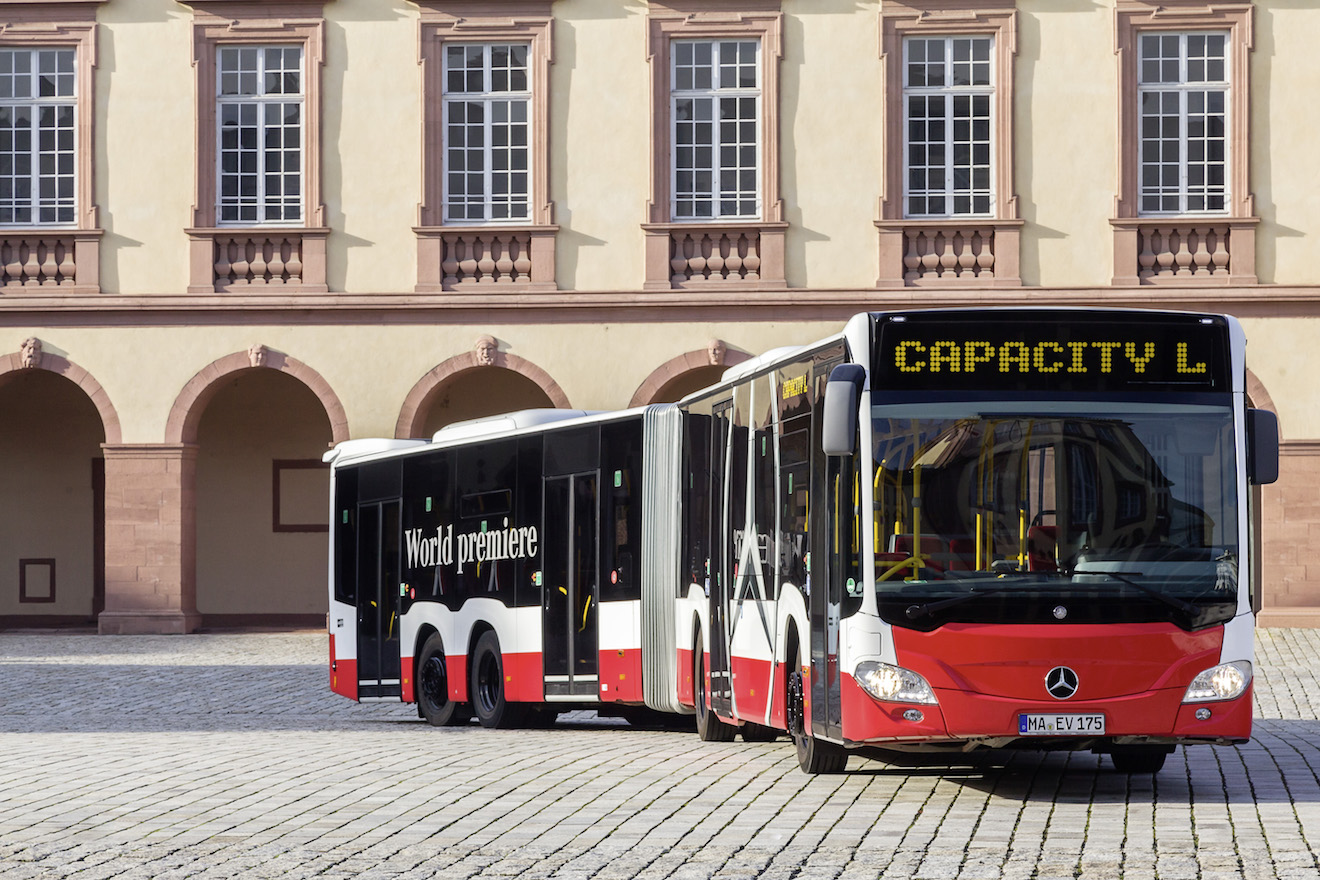 World premiere of Mercedes-Benz Capacity L high-capacity