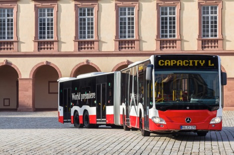 World premiere of Mercedes-Benz CapaCity L - The Mercedes-Benz CapaCity L high-capacity articulated bus solves urban transport problems.It is 21 m long and provides space for up to 191 passengers as standard.