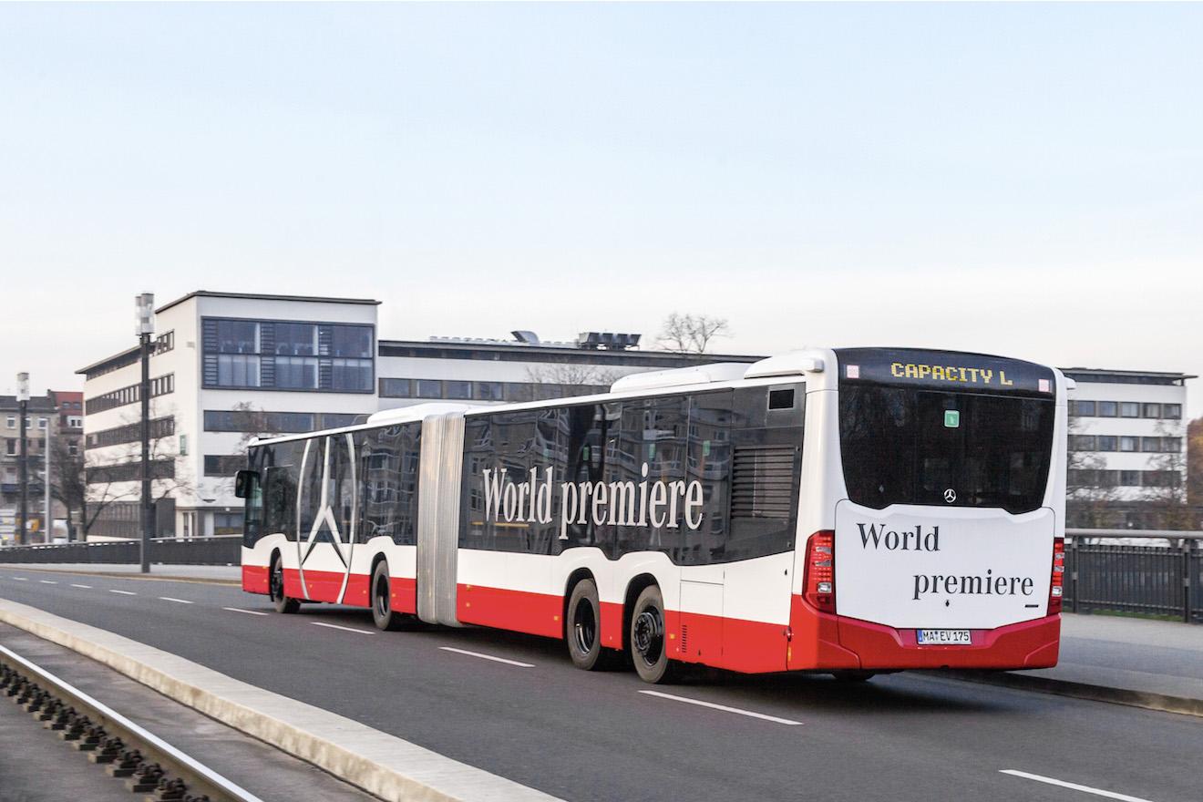 World premiere of mercedes benz capacity l high capacity for Mercedes benz busses