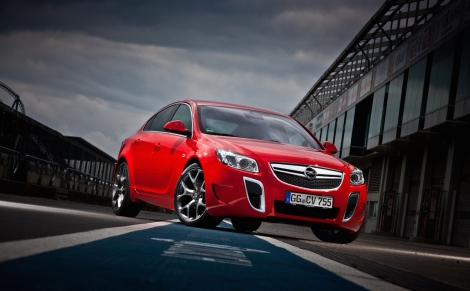 Fastest Opel: The 'Unlimited-Version' of the 239 kW/325 hp Insignia OPC reaches a maximum speed of 270 km/h – it is faster than any other Opel.