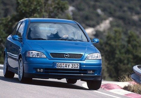 Debut 1999: Opel sounds in a new era with the first OPC model, an Astra G with 118kW/160 hp, and bids farewell to the GSi abbreviation.