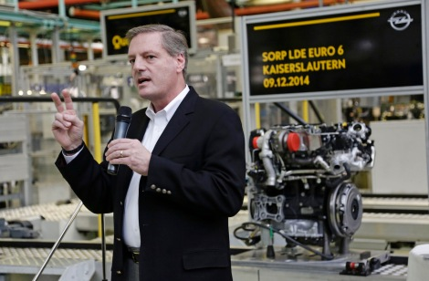 Important guest: Jim DeLuca, GM Executive Vice President Global Manufacturing, made the trip from the United States to witness the start of production of the new high-tech diesel in Kaiserslautern.