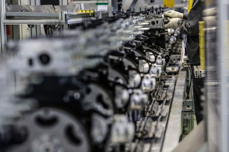 Assembly line: Start of production of the new, super clean 2.0 CDTI in the Opel plant in Kaiserslautern.