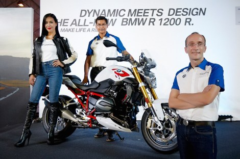 BMW Motorrad Thailand executives led by Markus Glaeser, Head of BMW Motorrad Thailand (right) and Krisda Utamote, Director of Corporate Communications (middle) together with Annie-Prisana Panyasirinukul, biker and model, take part in photo session at the launch of the all-new BMW R 1200 R roadster at the 2015 Bangkok Motorbike Festival at Central World.
