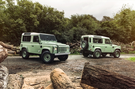 The Defender Heritage Limited Edition mixes nostalgic design cues with modern creature comforts. Grasmere Green paintwork with a contrasting white roof, heritage grille and HUE 166 graphics to recall the registration plate of the first ever pre-production Land Rover nicknamed 'Huey', identify the Heritage model.