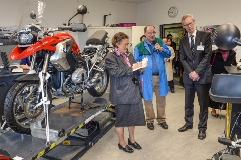 (from left to right) Her Royal Highness Princess Maha Chakri Sirindhorn of Thailand; Harald Tragmann, Head of Vocational Training Plant Berlin, Per Ankersen, Head of Human Resources Plant Berlin.