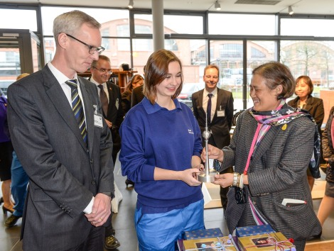 A Trainee and Per Ankersen, Head of Human Resources Plant Berlin presenting the present for the guest Her Royal Highness Princess Maha Chakri Sirindhorn of Thailand