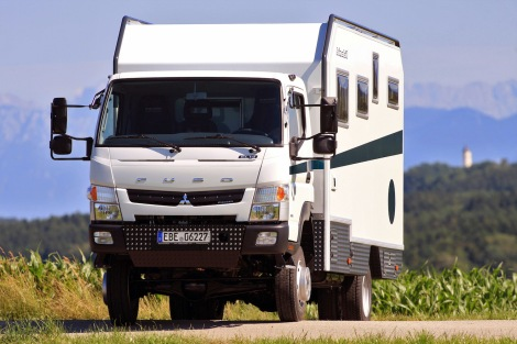 Der Traum vom Reisen selbst abseits aller Straßen dieser Welt – das Reisemobil Bimobil EX 460 auf Basis des robusten Fuso Canter 4x4 erfüllt ihn perfekt.