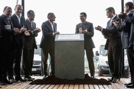 Groundbreaking Mercedes-Benz Passenger Cars Plant Iracemápolis/Brazil: (From left to right) Mercedes-Benz employee, Philipp Schiemer, President of Mercedes-Benz do Brasil and CEO Latin Amercia, Valmir Gonçalves de Almeida, Mayor of the Municipality of Iracemápolis, Geraldo Alckmin, Governor of the State of São Paulo Dimitris Psillakis, Head of Passenger Cars Sales, Mercedes-Benz do Brasil, Markus Schäfer, Member of the Divisional Board Mercedes-Benz Cars, Manufacturing and Supply Chain Management.