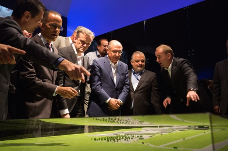 Dimitris Psillakis, Head of Passenger Cars Sales, Mercedes-Benz do Brasil, Valmir Gonçalves de Almeida, Mayor of the Municipality of Iracemápolis, Markus Schäfer, Member of the Divisional Board Mercedes-Benz Cars, Manufacturing and Supply Chain Management, Geraldo Alckmin, Governor of the State of São Paulo, Márcio França, Vice-Governor of São Paulo State, Philipp Schiemer, President of Mercedes-Benz do Brasil and CEO Latin Amercia.