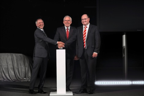 Prof. Dr. Ulrich Hackenberg, Member of the Board of Management for Technical Development AUDI AG (in the middle), Ricky Hudi (right), Head of Development Electrics/Electronics at Audi, and Dr. Wolfgang Huhn (left), Head of Development light/view at Audi, start the biggest automotive light tunnel in Europe.