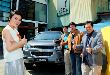 "Chevrolet Sales Thailand launched its New Trailblazer 7-seat PPV. Pictured here are Chevrolet Marketing Director Una Tan and Chevrolet SUV and Truck Marketing Manager Jirasak Chuenarome with special guests Dr. ""Phu"" Phuchit Phuripanik, leader of the Spirit of Trailblazer club, and ""Neung"" Vitidnan Rojanapanich, the first Thai person to climb 7 of the tallest mountains in the world."