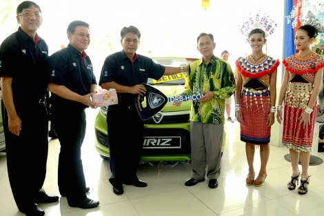 Norzahid and the management of Supernau Motors Trading Sdn Bhd with the new owner of Proton Iriz, Abd Rahman Bin Wahad.