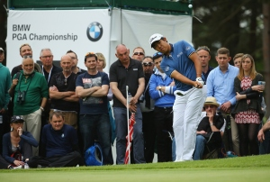 VIRGINIA WATER, ENGLAND - MAY 24:  Byeong-Hun An of South Korea chips to the 7th green during day 4 of the BMW PGA Championship at Wentworth on May 24, 2015 in Virginia Water, England.  (Photo by Richard Heathcote/Getty Images)